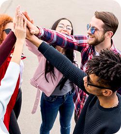 werkzoekenden geven elkaar een high five